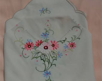 Pretty Embroidered Table cloth