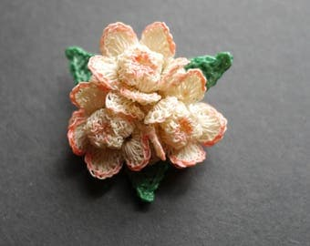 Pretty vintage hand crocheted flower brooch with pale pink flowers 1940s