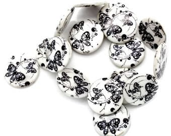 Puck of Pearl with small beads 5 butterflies - black and white