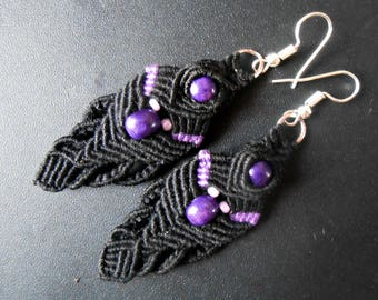 Pierced earrings black and purple woven with pearls