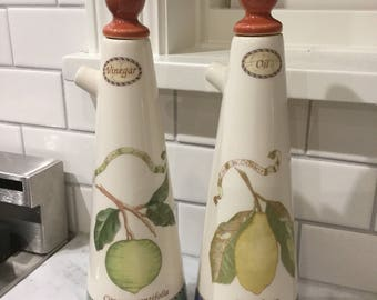 Wedgwood Sarah's Garden Vinegar & Oil Set