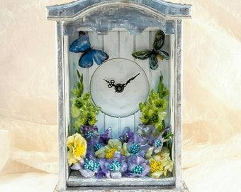 Butterfly Sanctuary - A Sospeso Trasparente garden themed clock