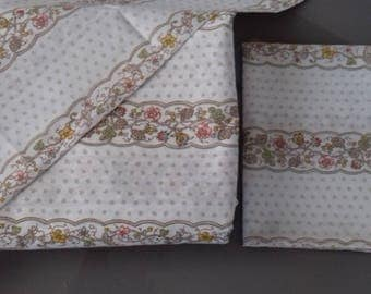 Vintage Single Fitted and Flat Bed Sheets & 2 matching Pillowcases