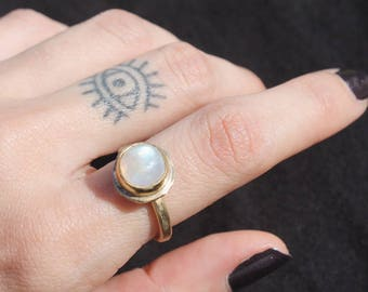 MINI ORBITRAL Rainbow Moonstone Ring