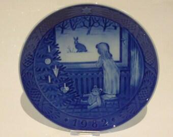 Royal Copenhagen Porcelain Christmas Plate 1982 Waiting For Christmas