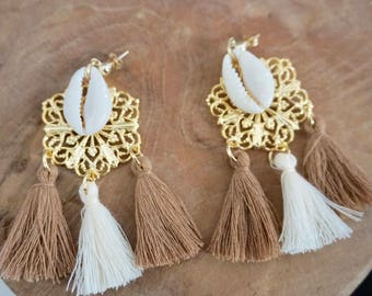 Earring plated with gold tassels and shells