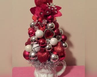 Vintage Cherub Valentine's Bottle Brush-Style Tinsel Tree