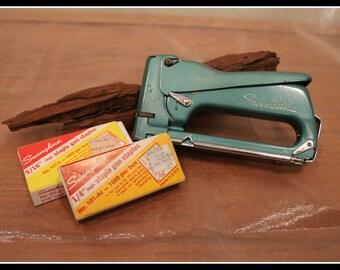 Vintage Swingline 101 Staple Gun with Swingline Staples, Swingline Stapler, Vintage Carpenter Tools, Framing, Upholstery, Wood Working