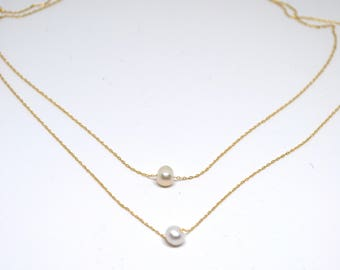 Beautiful mother of pearl necklace.... Perfect for any gift