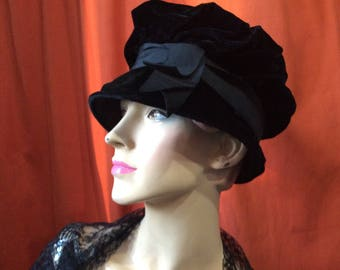 1950's black velvet cloche hat with wide ribbon and bow / Vintage post-war hat