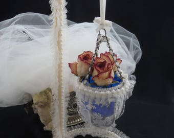 hanging plant ecru tulle Pearl caudry old lace