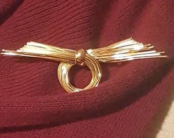 Gold Vintage Wire Brooch