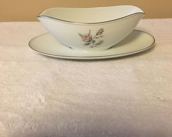Noritake Margot Pattern 5605 Gravy Boat with Attached Plate