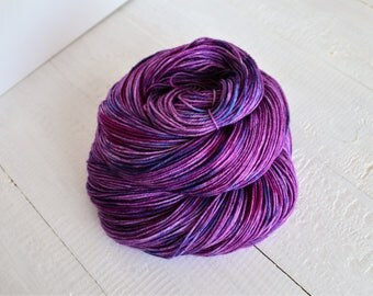 Hand Dyed Yarn, 4 Ply Yarn Fingering Weight, 100g skein, Superwash Merino & Nylon Sock Yarn, Shawl Yarn, 'Queenie', Gift for Knitter