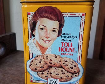 Vintage tin canister // Vintage kitchen // Nestle tollhouse // Vintage memorabilia // 1950's kitchen