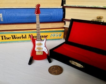 Electric Guitar Pin Wooden Brooch With Mini Case & Stand Musician Guitarist Gift Music Rock and Roll Men's Women's