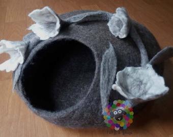 Felt Cat Cave (Diameter 40 cm Height 17 cm) Cat Bed / Pet Bed / Puppy Bed / Cat House. 100 % Wool Natural Color