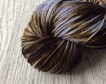 POP UP. Special colours, lilac with brown sokkenwol. 100 GR and 400 m long. Pen 2, 5-3.