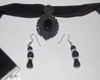 velvet choker with a black onyx gem stone pendant and earrings
