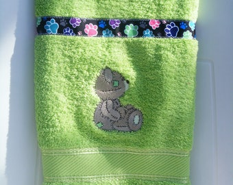 hand towel embroidered Teddy bear (the name embroidery available)