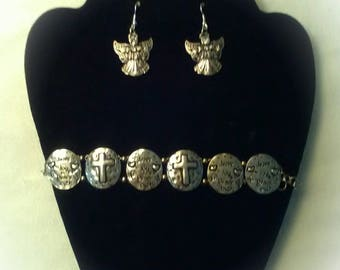 This one of a kind set includes bracelet and earrings