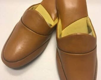 Vintage Mens Slippers - Size 10 - Camel - Made in Hong Kong