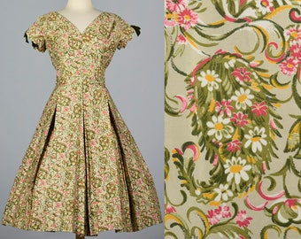 Large 1950s Cotton Day Dress Fit and Flare Green Floral William Fox Vintage 50s Short Sleeve V Neck Hourglass
