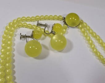 Vintage double strand of chartreuse Lucite bead fifties matching drop earrings