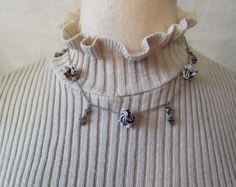 chain Choker with metal roses and silver pendants