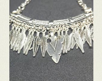 Amerindian Tendance under feathers necklace