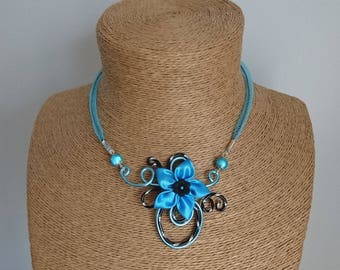 Turquoise aluminum necklace / engraved black and satin flower