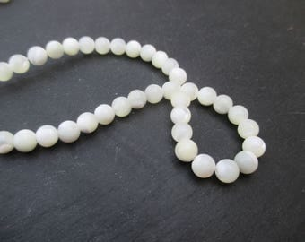 Mother of Pearl: 15 round beads 6 mm
