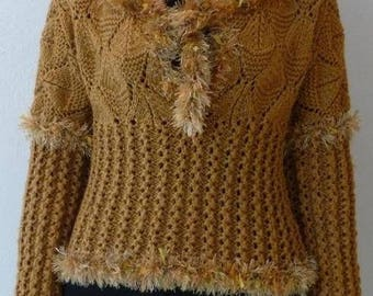 Honey-colored, structured pattern sweater