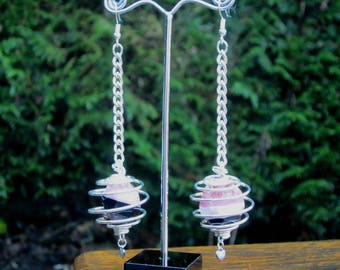 Silver plated earring and its two-tone agate in a spiral cage