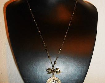 """Necklace """"picture holder"""" feminine, refined style romantic."""