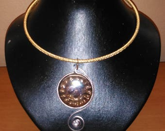 Stunning Choker necklace 4 mm fluted gold aluminum wire and aluminum wire flat Brown 2 mm with a glass stone
