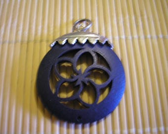 Round wood and silver tone cabochon pendant