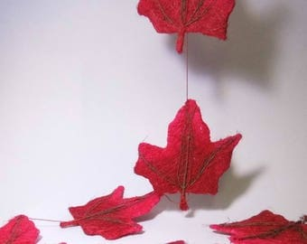 LARGE ARTIFICIAL 13CM RED OAK LEAVES GARLAND