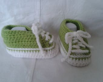 slippers basketball green and white in sizes 3 to 6 months