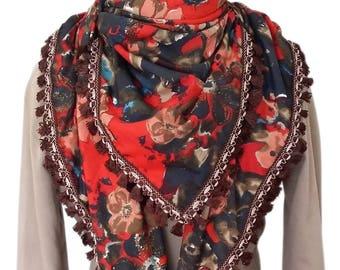 Grand foulard carré à motifs fleurs rouges et pompons/frange marrons en viscose
