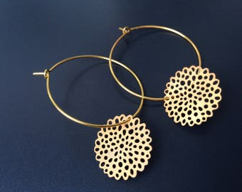 gold plated hoop earrings carved circle stamp