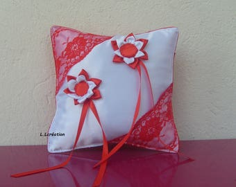 ring pillow in white satin and Red lace