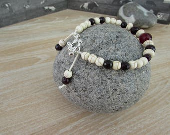 "Bracelet natural stones on a cord ""Grenadine"""