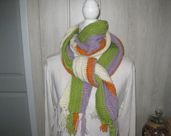 two rounds of crochet neck scarf and fringed