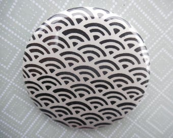 badge pin with plasticized fabric, round shape