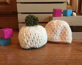 Crocheted Newborn Vanilla/Green Hat