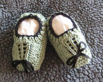 Hand knitted baby booties - green with black trim