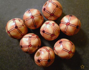 8 round wooden beads decorated beige and cream 18 mm