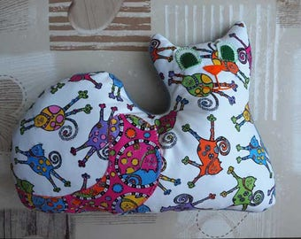 Cushion cat lying down, 41x31cm, white background with colorful funny cats