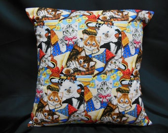 Pillow cover pet cats mischievous joueant in stacks of fabric